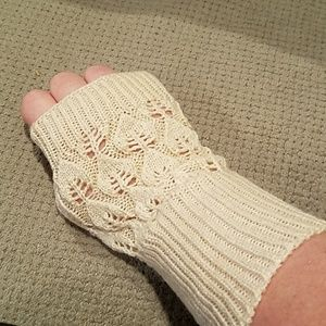 New cream knit fingerless gloves